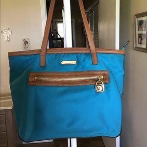 🟣SALE🟣Michael Kors Kempton nylon shoulder purse